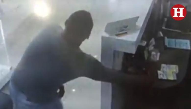 En video | 'Parejas ladronas' vuelven al ataque: grabados en hurto de óptica en Ciudadela