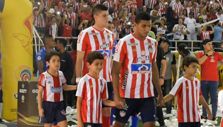 Fuentes a la salida del equipo en el Metropolitano.