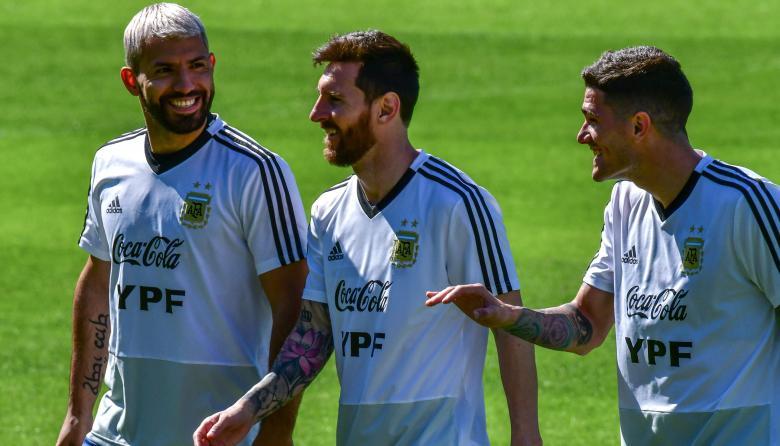 Argentina entrena con interrogantes alrededor de Agüero y Di María