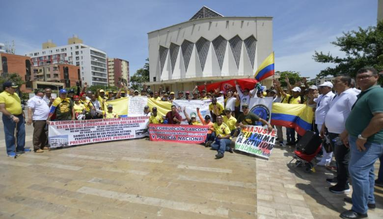 Pensionados de la Policía y las FFMM protestan para exigir mejor atención en salud