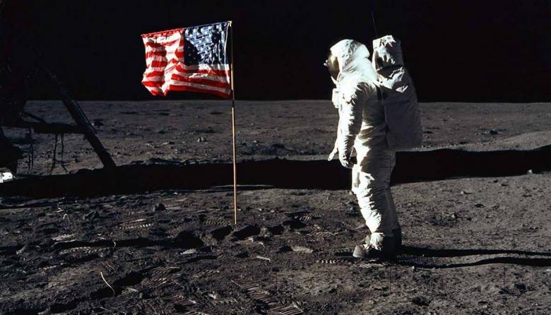 10 personalidades recuerdan los primeros pasos del hombre en la Luna