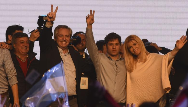 Moneda argentina se desploma 14% a 53 pesos tras primarias adversas a Macri