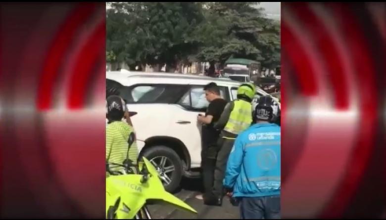 En video | Conductor atropelló dos peatones, huyó y lesionó dos uniformados en persecución