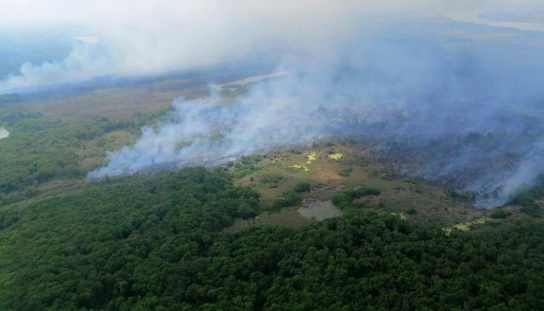 Las autoridades ambientales realizan un sobrevuelo por la zona, en compañía de la Fuerza Aérea.