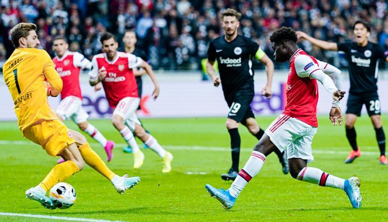 Acción del juego entre el Arsenal y el Eintracht de Fráncfort con victoria 3-0 del primero.