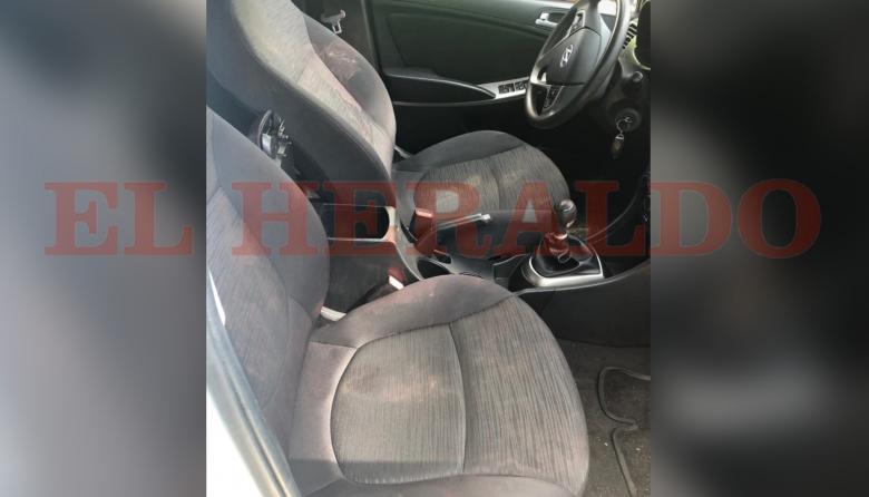 En los asientos del vehículo en que fueron transportados las víctimas se observan manchas de sangre.
