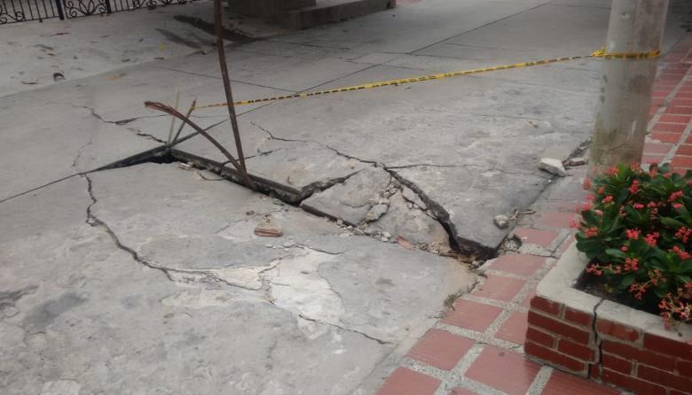 La comunidad de la calle 94 con carrera 64 ha reportado del peligro que representa este hueco para los conductores y transeúntes.
