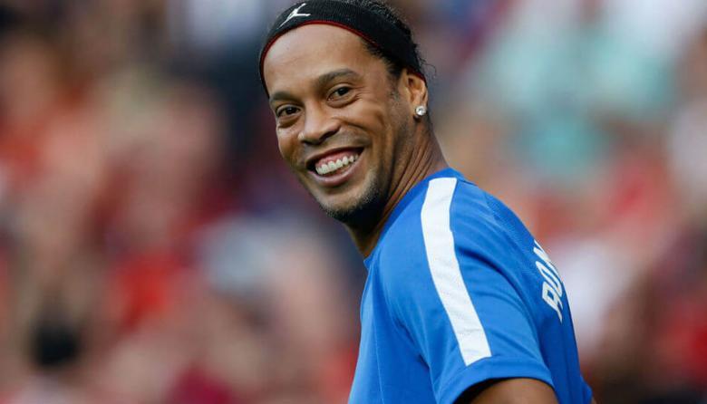 En video | Ronaldinho llega a Colombia para jugar partidos amistosos