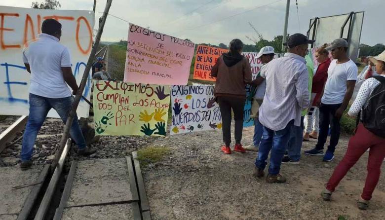 Comunidad de El Hatillo bloquea línea del carbón para exigir reasentamiento