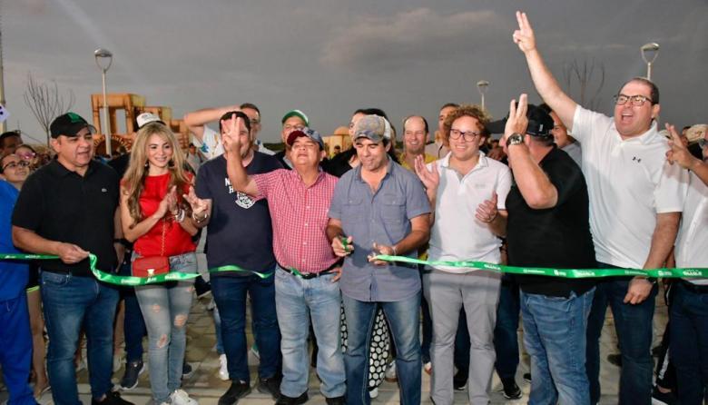 El alcalde Alejandro Char durante la inauguración del nuevo tramo del Malecón.