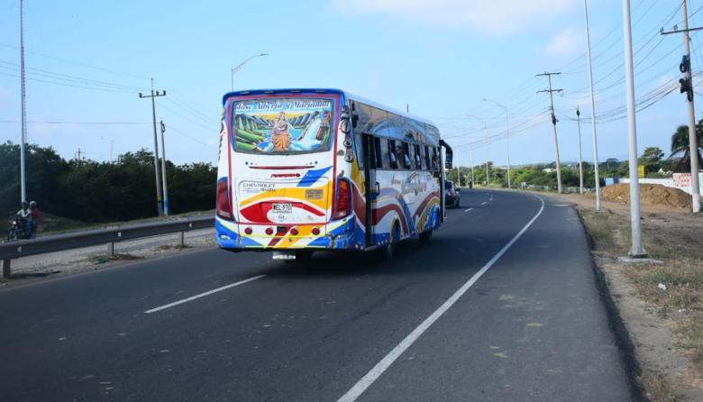 """""""¿Te vas hacer matar?, dale duro"""": atracador a conductor de bus de Galapa"""