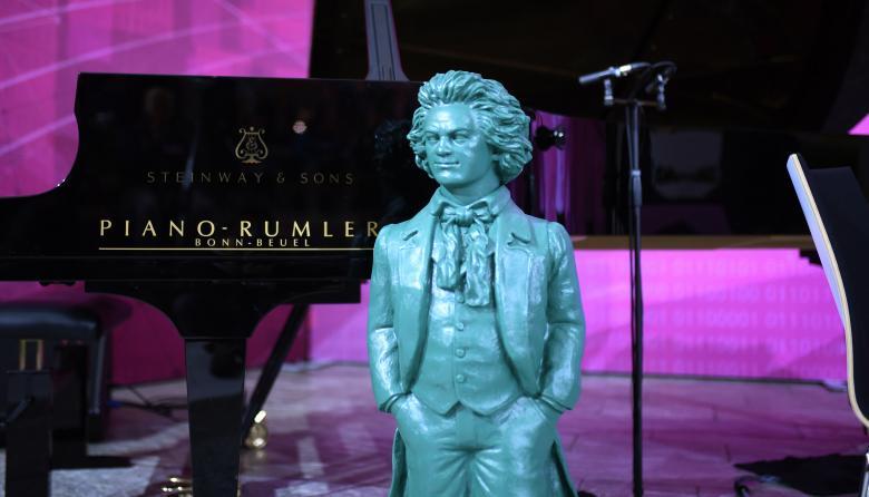 Inteligencia artificial para completar una sinfonía inacabada de Beethoven