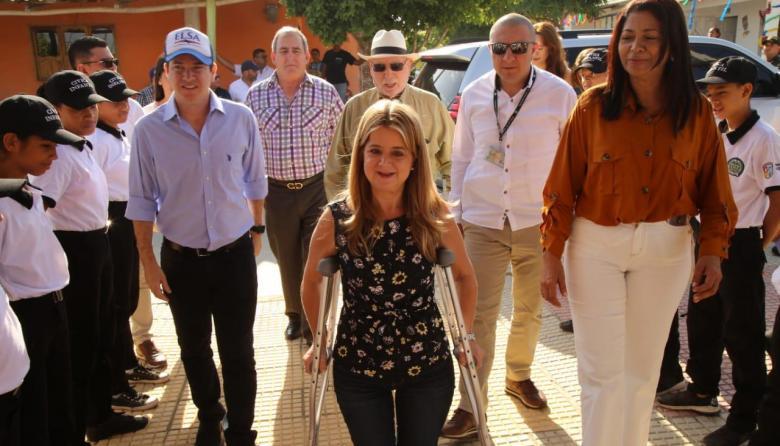 La gobernadora Elsa Noguera en el recorrido que hizo en Piojó.