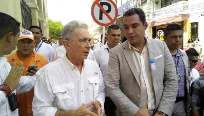 Alvaro Uribe Vélez y gobernador de la Guajira, Nemsio Roys.