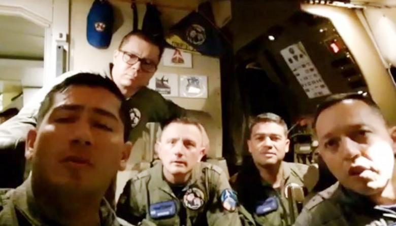 En video   Después de 30 horas de vuelo, tripulación de la FAC llegó a Seúl
