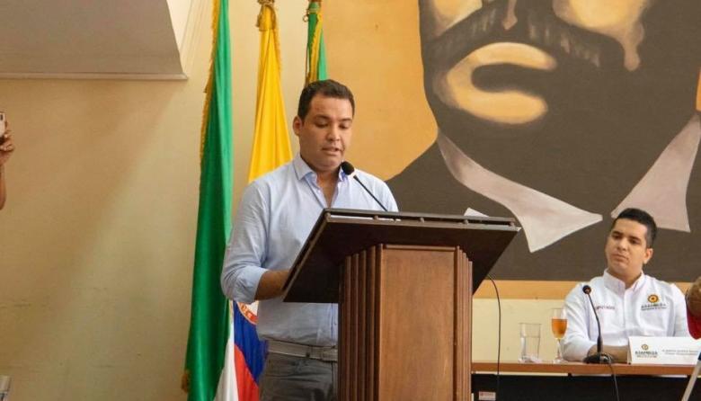 Nemesio Roys Garzón, gobernador de La Guajira, durante su intervención en la clausura del primer período de sesiones ordinarias de la Asamblea Departamental.