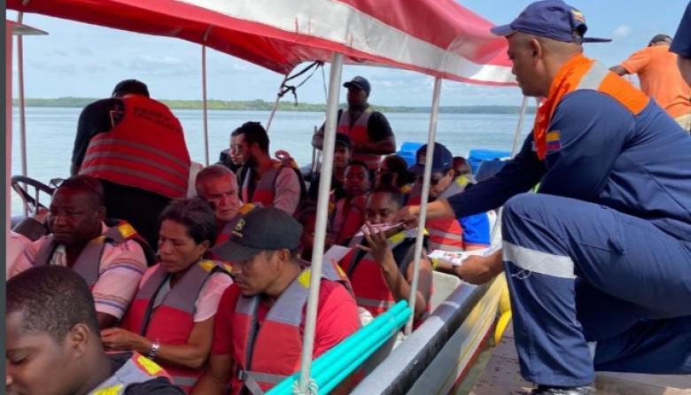 Personal de la Dirección General Marítima es el encargado de verificar la salida de embarcaciones de la zona insular de Cartagena.