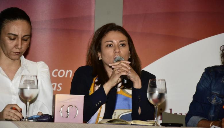 Surgey Pájaro, jefe de talento humano de Electricaribe; Natasha Avendaño, superintendente de Servicios Públicos y Gloria Inés Cortés, presidenta de Fiduprevisora en la firma del convenio.