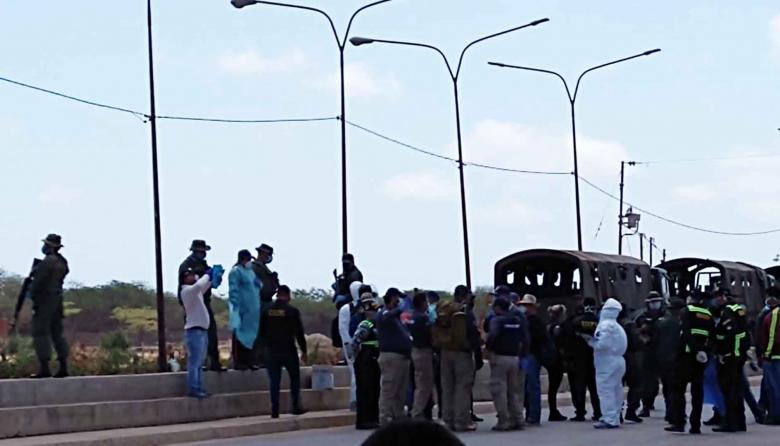 Los ciudadanos venezolanos fueron recibidos por las autoridades militares, de Migración y Salud de su país, con un riguroso examen.