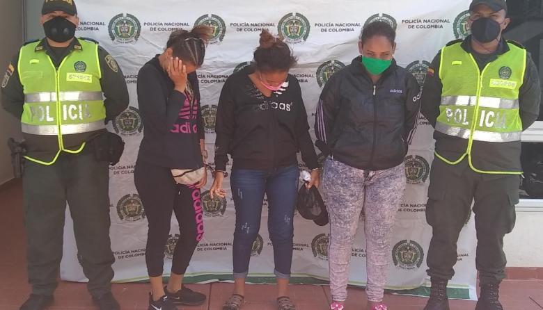 Caen tres mujeres que trataron de meter 40 tabacos de marihuana a los presos de Fonseca
