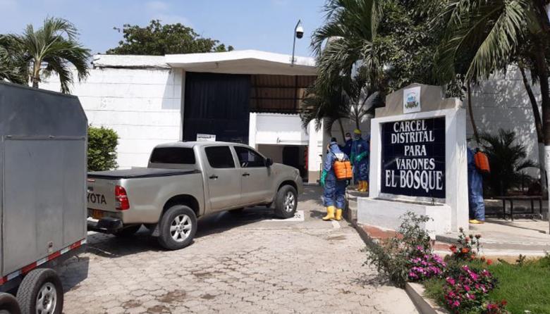 En video   Bomberos realizan jornada de desinfección en la cárcel El Bosque