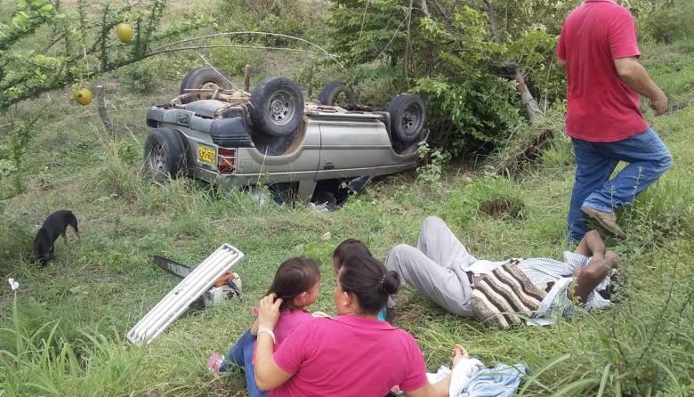 Cinco heridos fue el saldo del volcamiento de la camioneta.