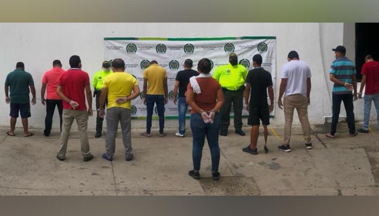Los 11 capturados por las autoridades.