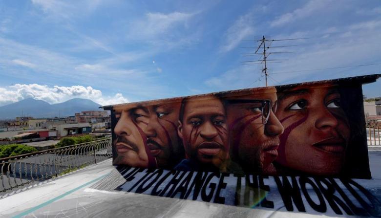 Nápoles recuerda a George Floyd con un nuevo mural antirracista