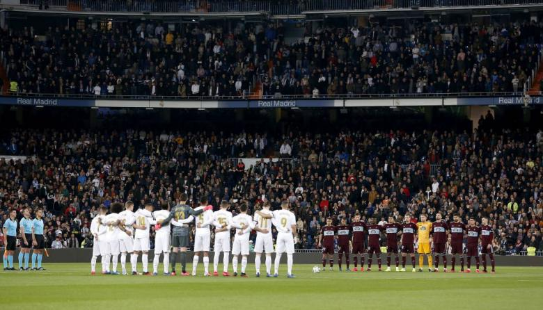 Minuto de silencio en un partido entre el Real Madrid y el Celta de Vigo.