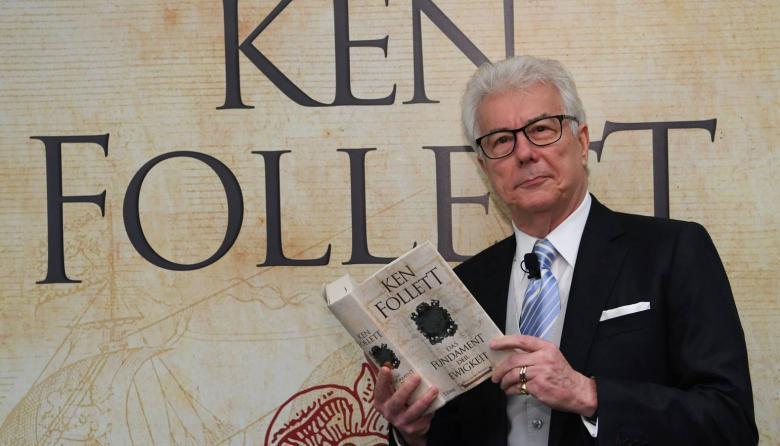 El escritor Ken Follet en uno de sus lanzamientos.