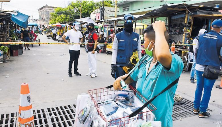 Funcionarios de la Alcaldía realizan controles en Barranquillita.