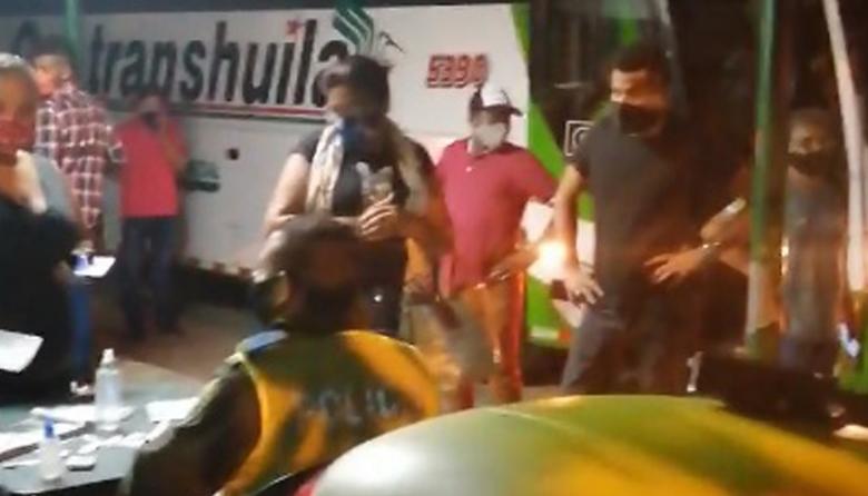 En video   Detienen bus con 44 pasajeros que pretendían viajar a Bogotá