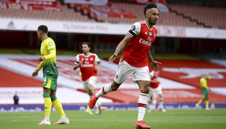 Aubameyang se luce en goleada del Arsenal