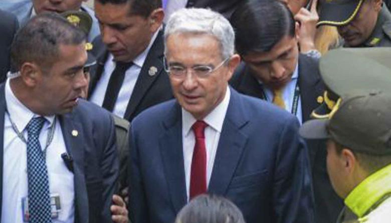 Está bien que examinen cuentas del Centro Democrático: Uribe