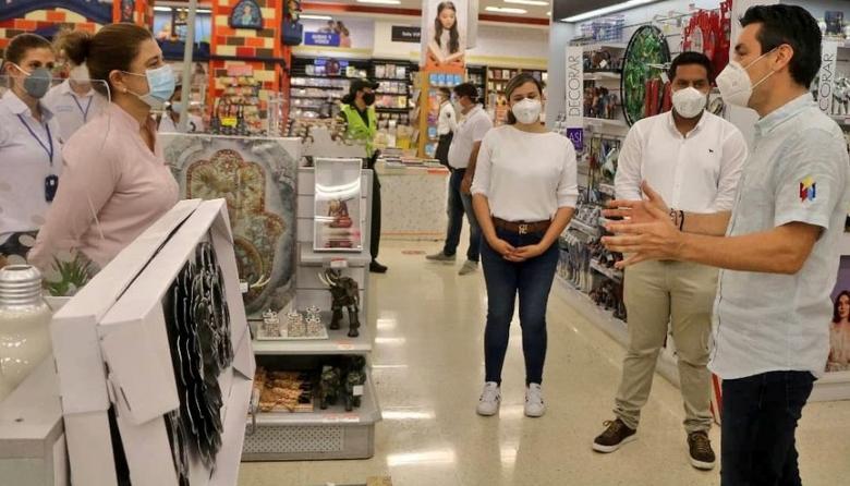 El alcalde de Montería, Carlos Ordosgoitia Sanín, recorrió varios centros comerciales de la ciudad.