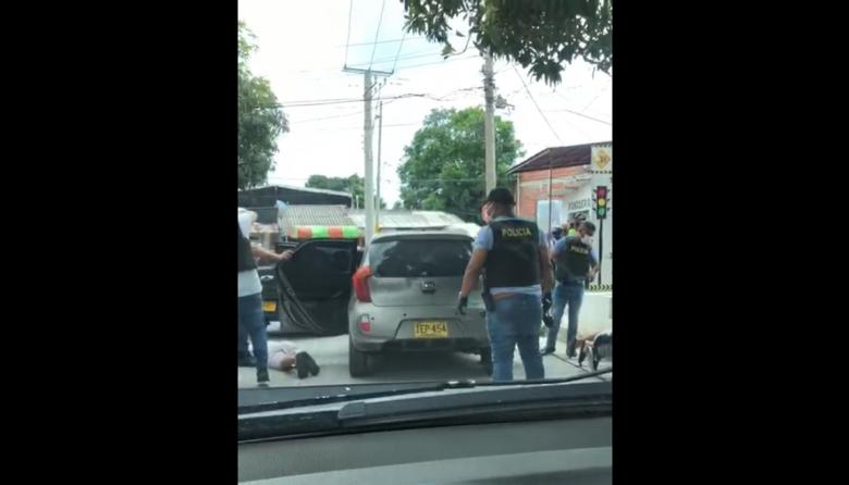 Policía captura a tres hombres en un operativo en el barrio Galán