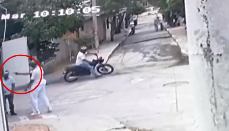 En video | Así asesinaron al ayudante de un camión en el barrio La Paz