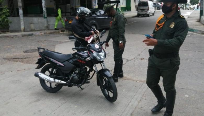 La Policía y el DATT son los encargados de verificar la documentación de las motos.