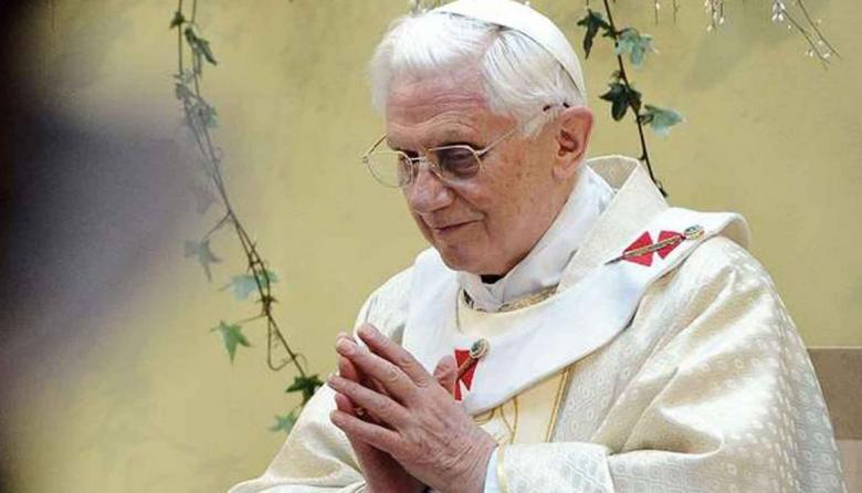 Papa emérito Benedicto XVI está gravemente enfermo, según biógrafo