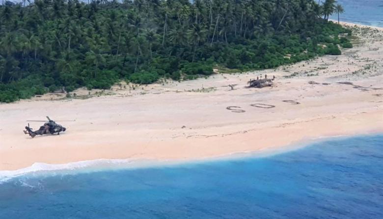 Rescatan a 3 hombres perdidos en isla desierta del Pacífico tras escribir SOS