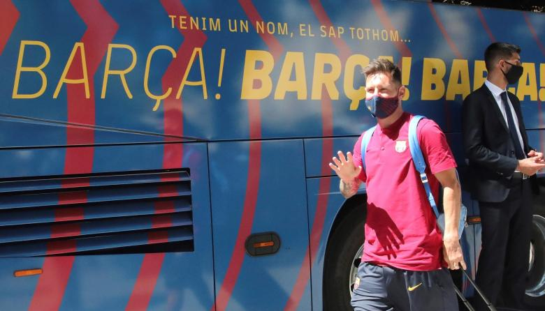 El Barcelona desembarca en Lisboa entre gritos a Messi y Piqué