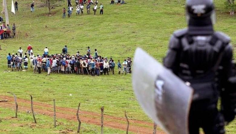 Mueren tiroteados dos indígenas en un desalojo en Cauca