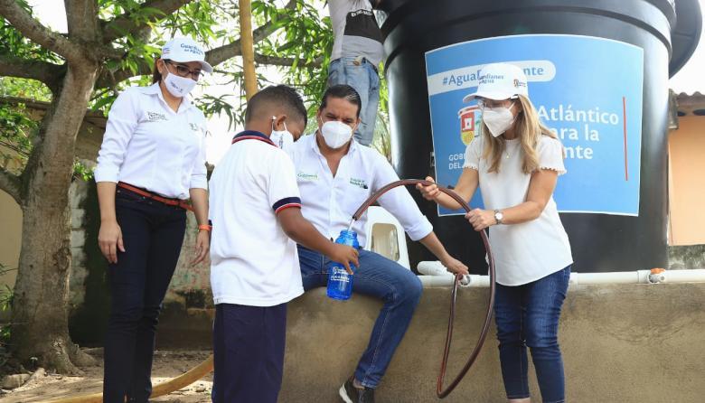 La gobernadora Elsa Noguera visita uno de los tanques que suministran agua a los corregimientos de Sabanalarga.