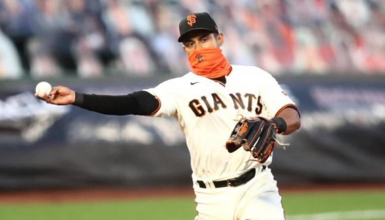 Dónovan Solano jugó en el campocorto para el primer duelo de la doble cartelera ante Dodgers.