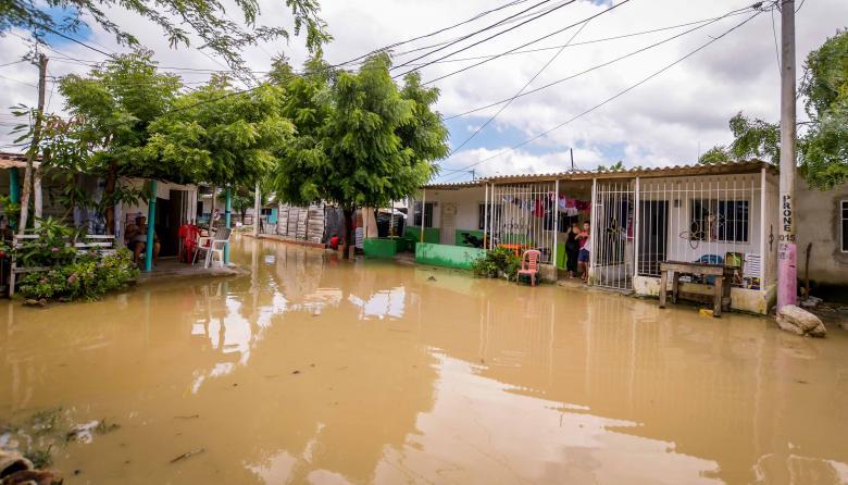 Aspecto de una de las calles inundadas, tras el aguacero.
