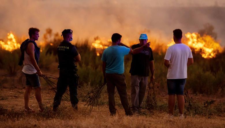Más de 2.000 evacuados por los incendios forestales en España