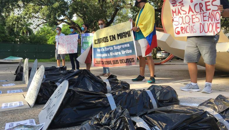 Más de 14.000 personas piden que Álvaro Uribe no tenga una calle en Miami