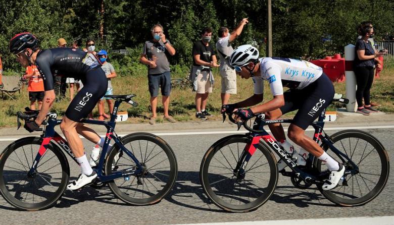Egan Berna, con el maillot blanco, durante la etapa 8 del Tour de Francia.