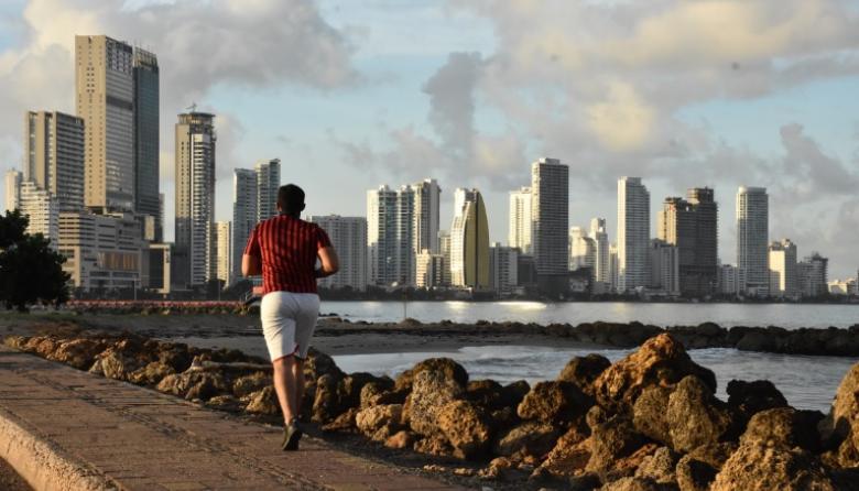 Hasta ahora los cartageneros pueden acceder a la playa para actividades deportivas individuales.