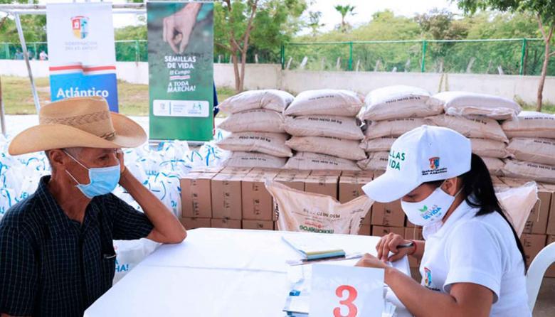 Productores reciben kits de siembra en Suan y Santa Lucía